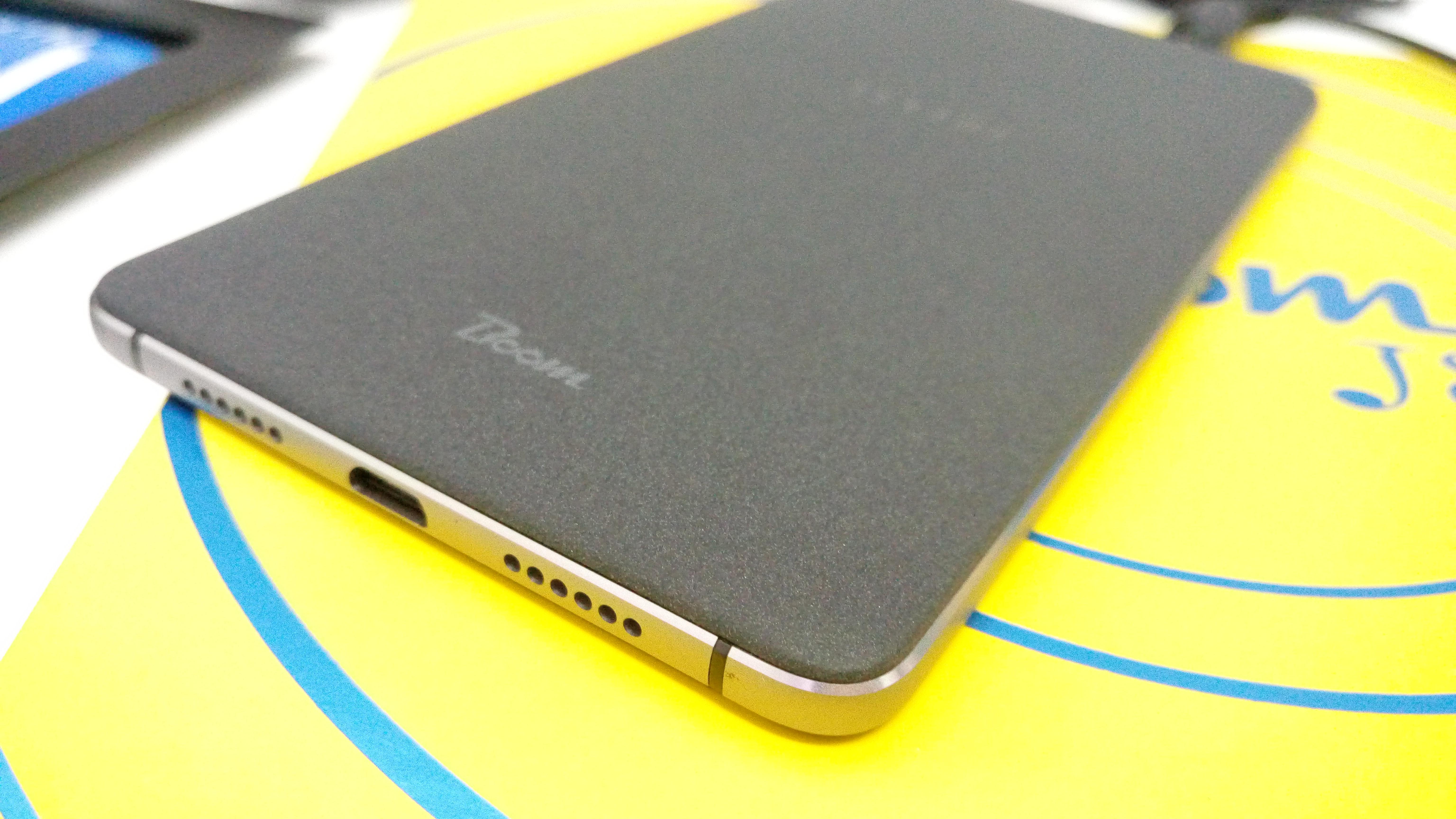 tecno-boom-j8-sandstone-back-cover